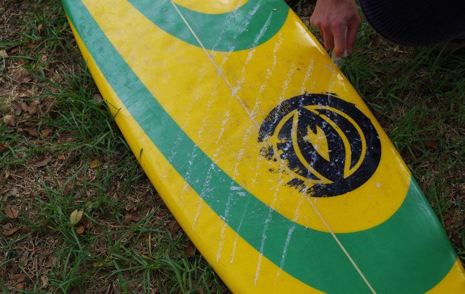 Surfbrett Basecoat auftragen