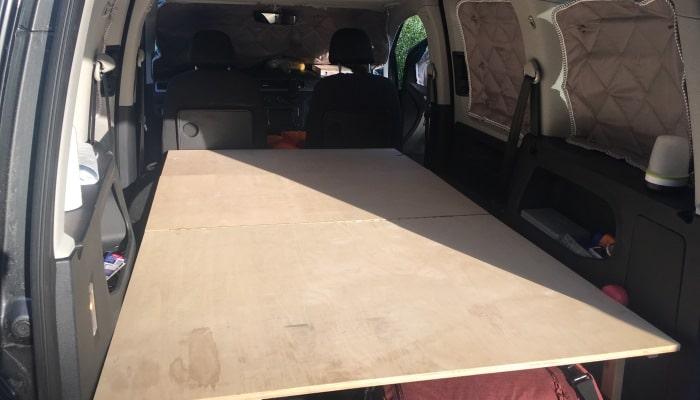 VW Caddy Ausbau Liegefläche
