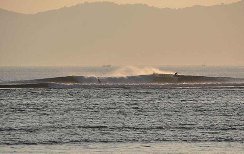 sumbawa surfen aframe uferlos
